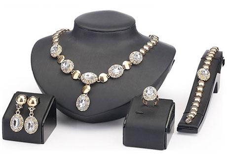 4 dielny set šperkov Queen biely - náhrdelník, náušnice, náramok, prsteň