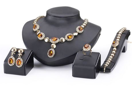 4 dielny set šperkov Queen jantárový - náhrdelník, náušnice, náramok, prsteň
