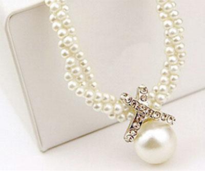 Jemný náhrdelník s veľkou perlou