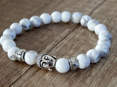 Buddha náramok - strieborné prevedenie – biely kameň