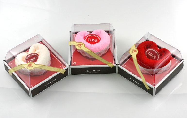 Uteráčik v tvare srdiečka - smotanový, ružový alebo červený