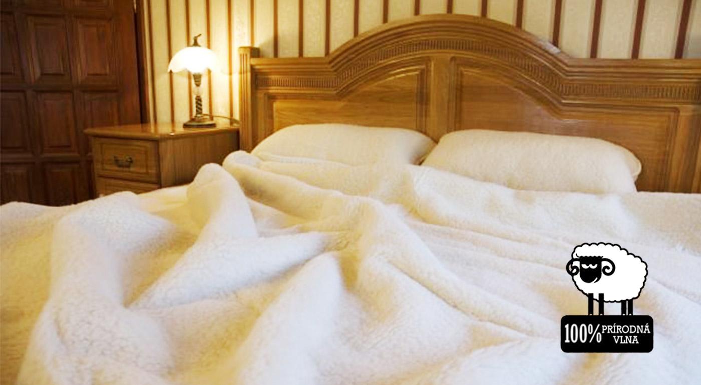 Sada hrejivej deky a vankúšov zo 100 % ovčej vlny