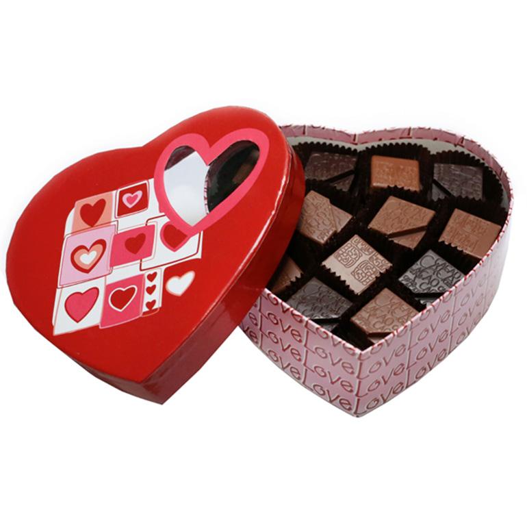 Darčekové balenie ručne vyrobených čokoládových praliniek SRDCE