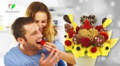 Zľava 31%: Zabodujte u svojej lásky originálnym darčekom - jedlou kyticou z ovocia len za 24,99 €! Rôzne druhy ovocia sú máčané v čokoláde a posypané orieškami. Navyše dovoz v rámci Bratislavy a okolia v cene!