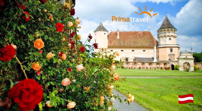 Fotka zľavy: Zámok ruží Rosenburg a Kittenberské záhrady snov len za 23,90 €. Vydajte sa za jednou z najkrajších expozícií svojho druhu v Rakúsku.