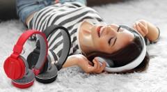 Zľava 38%: Štýlové slúchadlá na počúvanie hudby aj telefonovanie s dosahom až do 10 metrov len za 23,99 €! Vyberte si z troch farebných prevedení tie svoje.