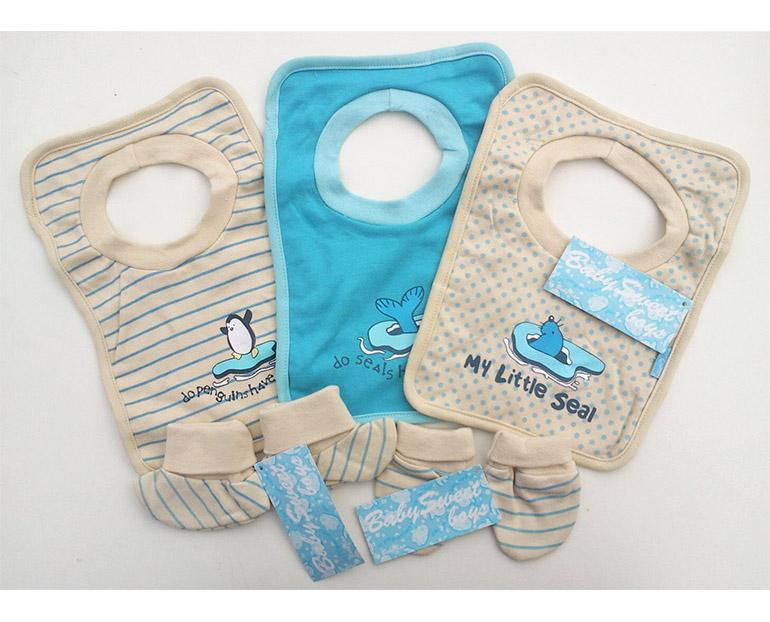 Kojenecký set pre chlapcov BABY KAP : 3 kusy podbradníkov, 1 pár capačiek, 1 pár detských rukavičiek