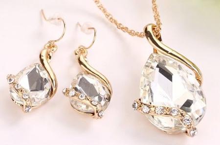 2-dielny set šperkov Tia (prívesok, retiazka, náušnice) - farba: biela