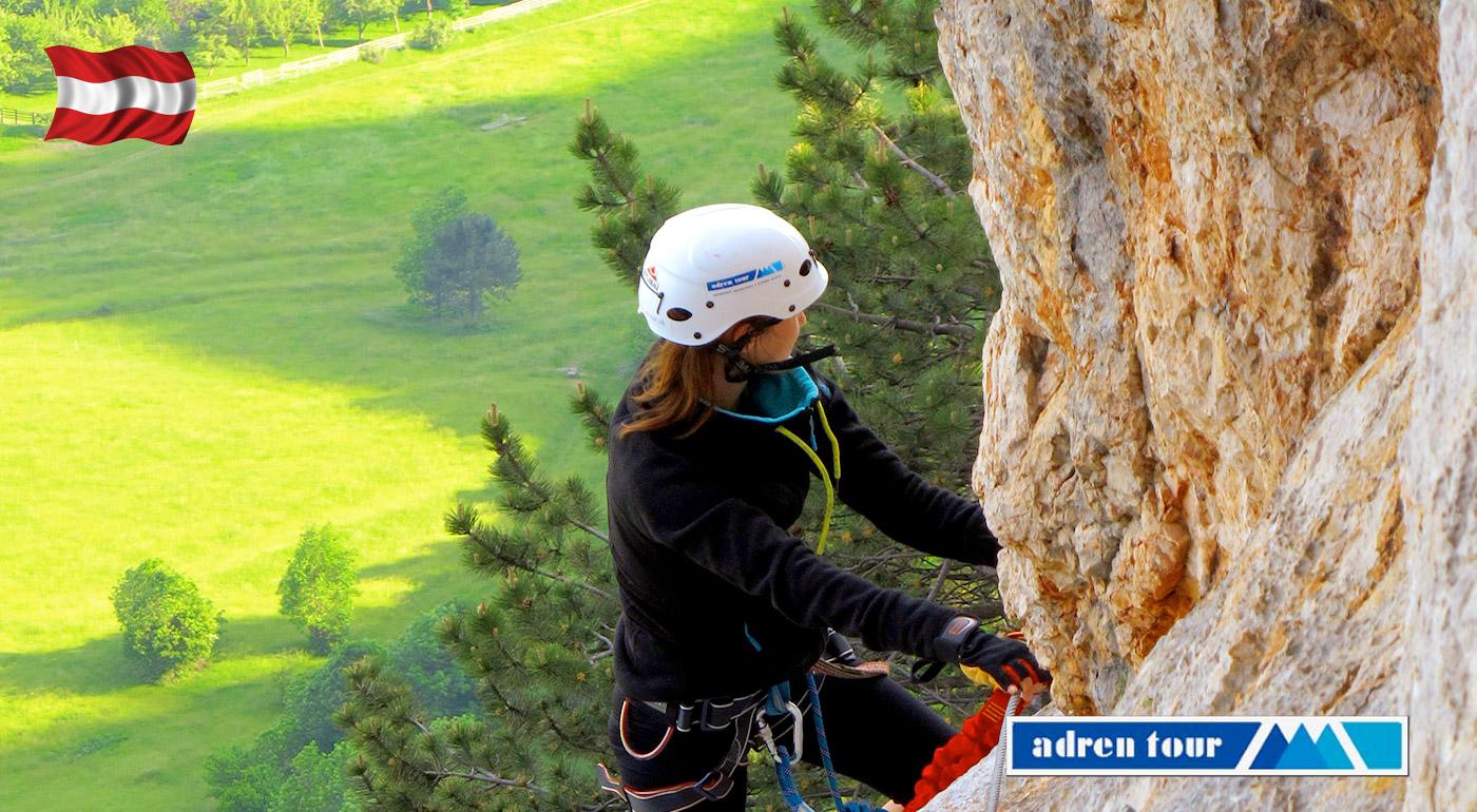 Fotka zľavy: Dobrodružstvo v prírodnom parku Hohe Wand alebo Raxalpe v Rakúsku počas kurzu lezenia na via ferratách už od 29,90 € s dopravou z Bratislavy, zapožičaním výstroja aj inštruktorom.