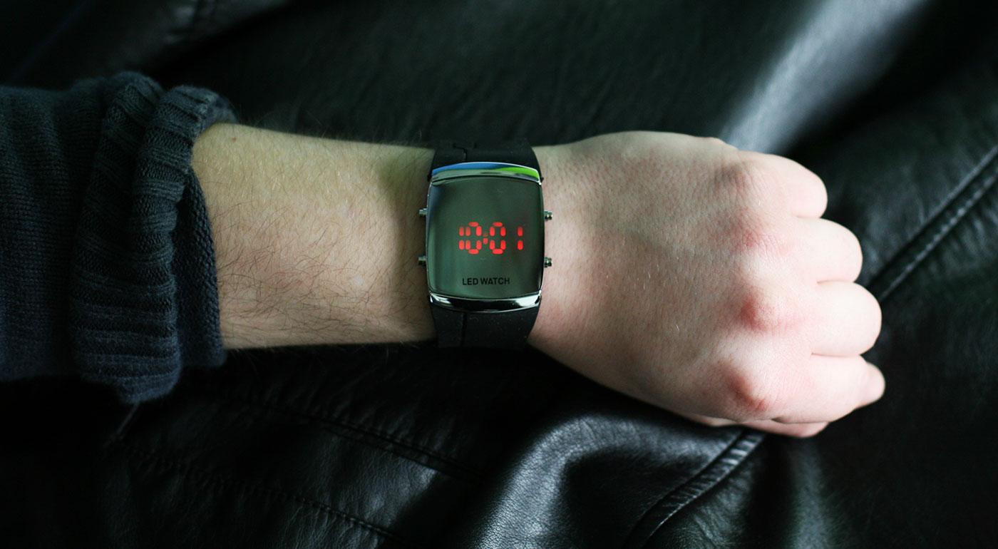 Športovo-elegantné digitálne LED hodinky pre pánov  e2c8c1a562