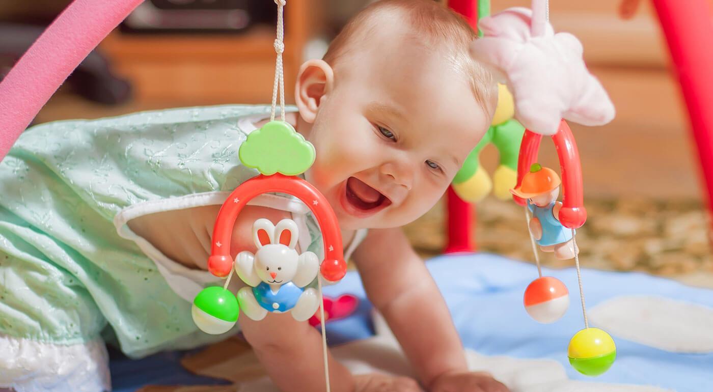 ARTI detská hrazdička, ktorá bliká a hrá len za 21,90 €! Rozvíjajte predstavivosť vašich drobcov už od narodenia!
