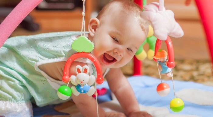 Fotka zľavy: ARTI detská hrazdička, ktorá bliká a hrá len za 21,90 €! Rozvíjajte predstavivosť vašich drobcov už od narodenia!