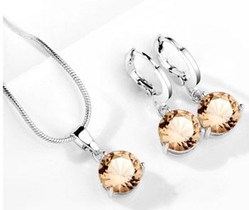 Elegantný  2-dielny set šperkov s brúsenými kryštálikmi -krémová