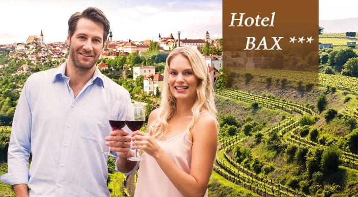 Fotka zľavy: Čaro južnej Moravy nikdy nepominie. Vyberte sa do Hotela Bax*** v Znojme a ochutnajte miestne vína, prevezte sa cyklotrasami. Skvelý pobyt pre dvoch v cene s polpenziou a fľašou vína.
