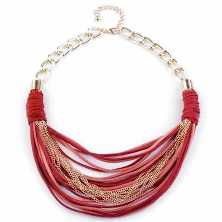 Náhrdelník z kožených remienkov a kovových retiazok - rubínova farba