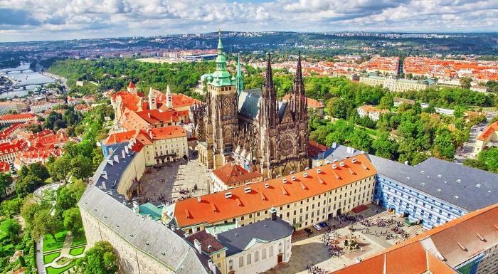 Fotka zľavy: Užite si nezabudnuteľný víkend v Prahe s autobusovou dopravou, sprievodcom a ubytovaním. Skvelé pre všekých, ktorí obľubujú organizované zájazdy.