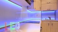 Zľava 52%: Máte radi hru svetiel? S dekoratívnym LED pásom s diaľkovým ovládaním si vyčaríte úžasnú atmosféru u vás doma len jediným tlačidlom. Skrášlite si bývanie moderným a užitočným doplnkom.