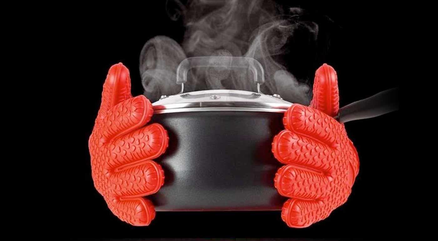 Fotka zľavy: Hot hands sú chňapky úplne novej generácie! Grilujte či varte bez obáv z popálenín v domácnosti i vonku. Silikónové rukavice sú pohodlné, praktické a odolné.