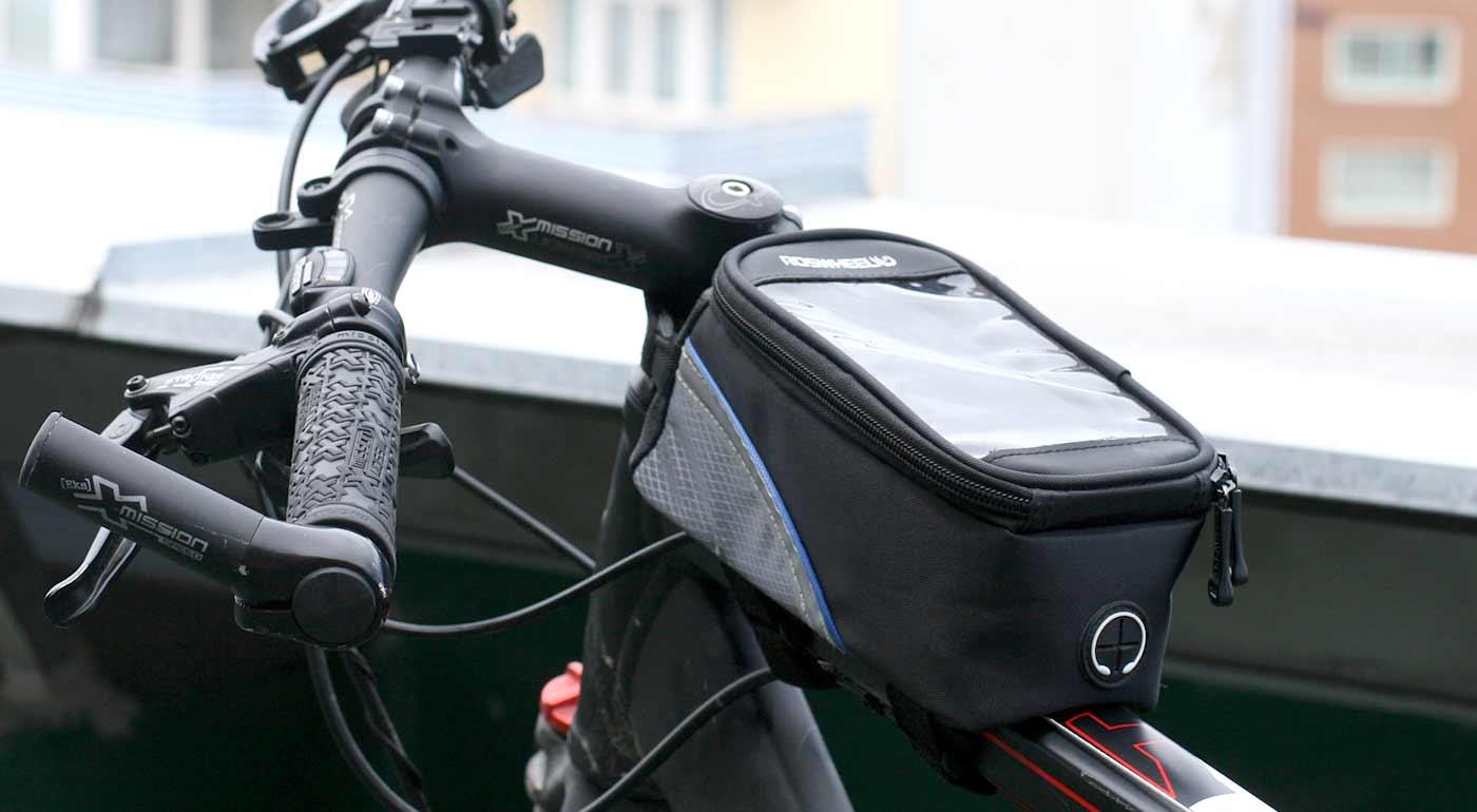 Praktické cyklopuzdro na smartfón a drobnosti, pre komfort pri jazde na bicykli