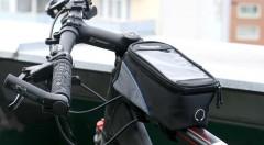 """Zľava 50%: Majte váš smartón v bezpečí a pod dohľadom aj pri bicyklovaní. Do praktického puzdra odložíte všetky """"potrebné"""" veci a vďaka priehľadnej fólii môžete váš telefón využiť ako pohodlnú navigáciu."""