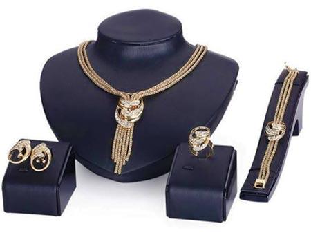4-dielny set šperkov Iza (náhrdelník, náramok, náušnice, prsteň)