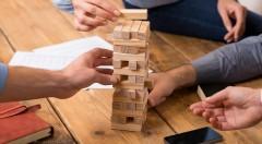 Zľava 50%: Skvelá hra, ktorá trénuje zručnosť, koncentráciu a presnosť. Stolová hra Jenga je skvelý spôsob ako trénovať trpezlivosť a zručnosť.
