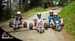 Zľava 48%: Zažite adrenalínovú akciu pre celú rodinu. Downhillové trojkolky v Rači sú skvelá a bezpečná zábava na čerstvom vzduchu pre deti, rodičov aj starých rodičov.