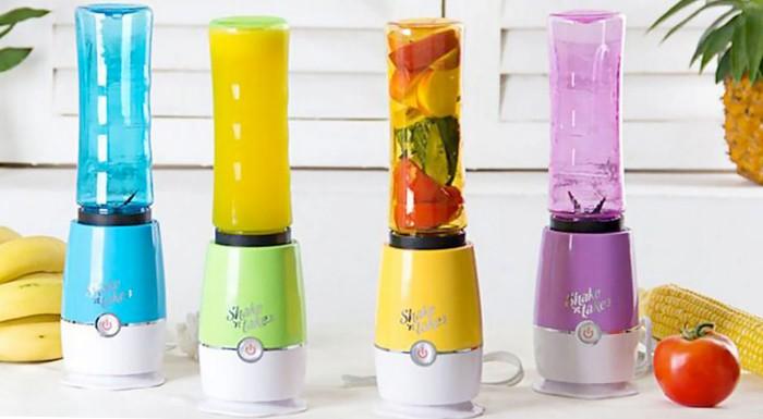Fotka zľavy: Zdravé raňajky plné vitamínov patria aj tým, ktorí sa stále niekam ponáhľajú! Vyskúšajte skvelý mixér Shake 'n take, ktorý vám pripraví vynikajúci zdravý nápoj lusknutím prstov!