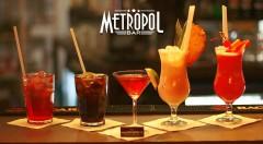 Zľava 33%: Čo je lepšie ako miešaný nápoj? Rovno dva miešané nápoje! Príďte si vychutnať miešané drinky v bratislavskom bare Metropol a užite si zábavnú jazdu s priateľmi.