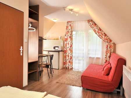 Pobyt pre 2 osoby na 3 dni (2 noci) vo Vilkových štúdiách Tatry Holiday: 1x90 minút sauna, minigolf pre dve osoby, wellness poukážka, fľaša vína