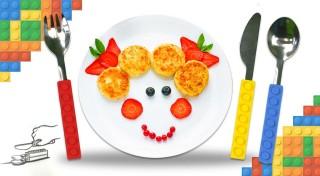 Zľava 47%: So stavebnicovým príborom bude vašim deťom zaručene chutiť všetko, vrátane zeleniny. Takáto sada poteší nielen milovníkov známej stavebnice!