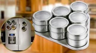 Zľava 56%: Spravte si konečne poriadok v koreničkách. Praktické nádobky s magnetom na chladničku budú vždy po ruke a udržia všetky vaše prísady voňavé.