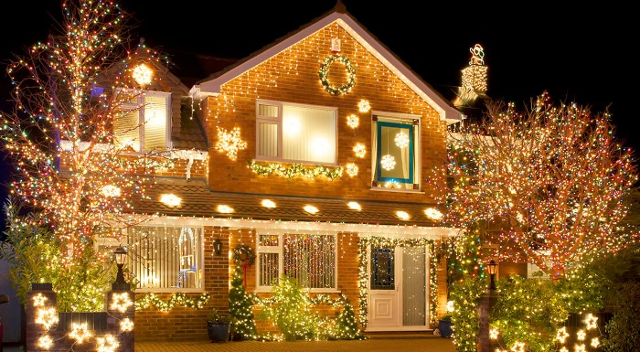 Vianočné LED osvetlenie domu + svetelné záclony