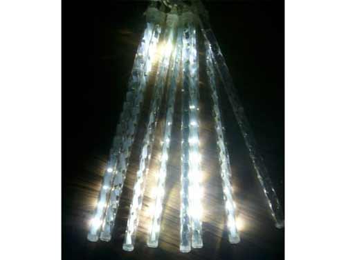 Dekoračné LED osvetlenie v tvare cencúľov - farba biela (celková dĺžka 2,5m, dĺžka cencúľa 50cm, počet cencúľov 8)