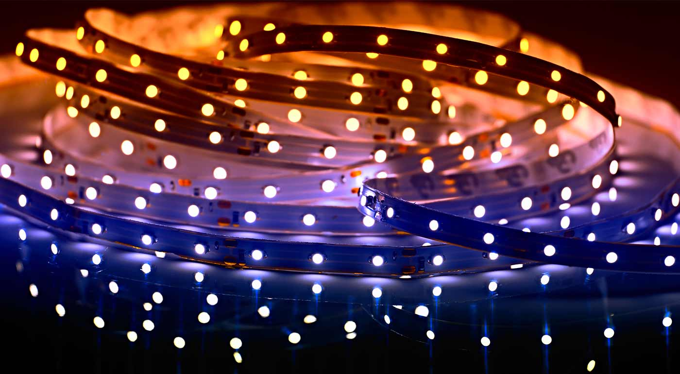 Biely alebo farebný LED pás vytvorí vianočnú atmosféru u vás doma i na záhrade