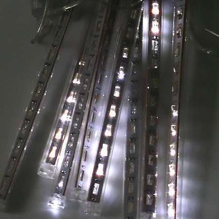 Vianočná LED ozdoba - exteriérové padajúce svetlo - biele, 8 svetelných trubičiek s dĺžkou 20 cm