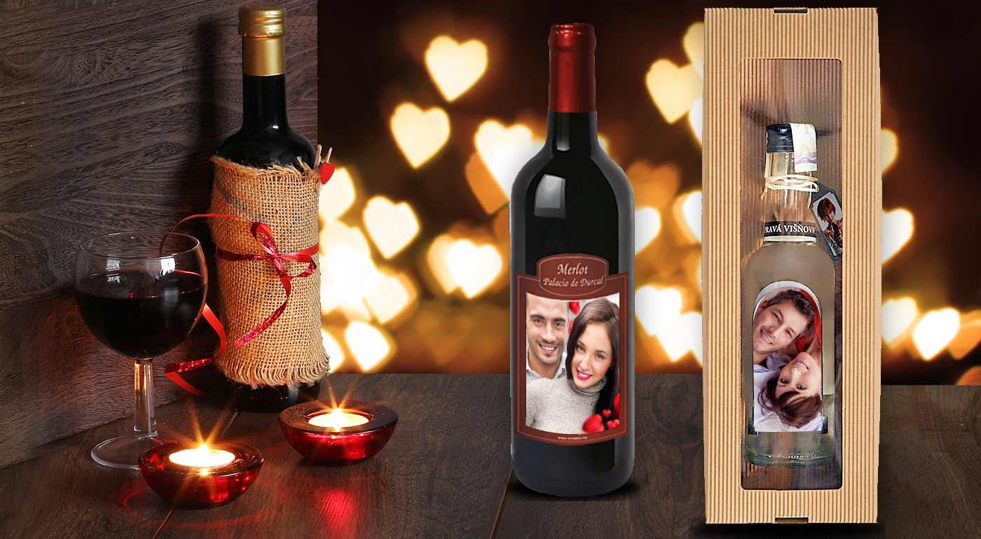 Fotka zľavy: Urobte radosť vašej milovanej polovičke. Pripomeňte si sviatok lásky fľašou vína alebo višňovice s vlastnou fotografiou.