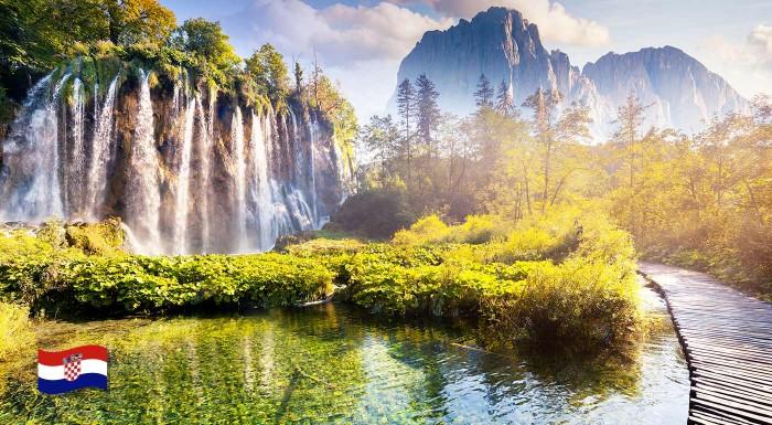 Fotka zľavy: Navštívte jeden z najkrajších prírodných výtvorov Európy - Plitvické jazerá a neobídete ani malebné a živé hlavné mesto Chorvátska Záhreb s množstvom romantických ulíc, kaviarní a obchodov.